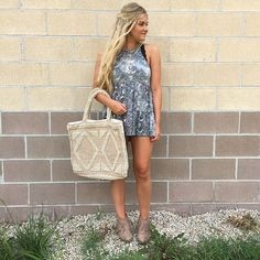 The tote, the top, the headpiece 👌🏻👌🏻👌🏻 || #frankieandjules #tote #boho #tyedye #headpiece #bohochic #whatimwearing #ootd #denimshort #casual #turnheads #fashionblogger #boutique #weekend #fringe #bootie #obsessed #lacybralette #styleme #fnjstyle #hurryin #summerstyle #summertime #hot