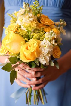 yellow bouquet. Oh!! I never thought of this color scheme before... how lovely!