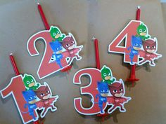 candelina rossa con numero fustellato in cartoncino a tema superpigiamini pj masks disponibile da 1 a 4 di Festalandia su Etsy