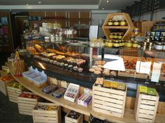 A visit to the Bakery Alpina. Must try the mouthwatering cupcakes! Holiday Treats, Switzerland, Summertime, Bakery, Cupcakes, Lovers, Chocolate, Food, Kitchens