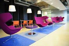 Flexwerkplek - Dit is bijvoorbeeld zo'n openbare werkplek waar mensen afspreken en werken.