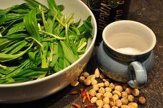 Pesto z medvedieho cesnaku - Antónia Mačingová Pesto, Raw Food Recipes, Green Beans, Menu, Ale, Vegetables, Healthy, Tableware, Diet