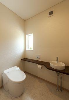 シンプルでも広さのあるトイレ。