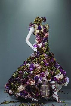 Alexander McQueen - Savage Beauty Exactly how I imagine the Fey to dress, at least the Sidhe