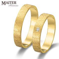 #Alianza #boda oro amarillo #Maiter mate diamantado 40mm con #brillante 0.015cts engaste cuadrado efecto princesa  www.joyasmaiter.com
