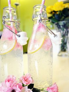 Selbstgemachte Limonade mit zartem Rosenaroma Rezept heute auf: http://www.belle-melange.com/rosen-limonade/