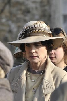 Behind the scenes: Elizabeth McGovern as Cora, Countess of Grantham, on the set of Downton Abbey season 6 (March 20, 2015)