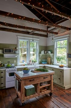 For the dining area, Richard transformed the old bathroom door into a table and Annette added mismat Cottage Kitchens, Cottage Homes, Cozy Cottage, Home Decor Kitchen, Country Kitchen, Kitchen Ideas, Casa Mix, Old Bathrooms, Best Kitchen Designs