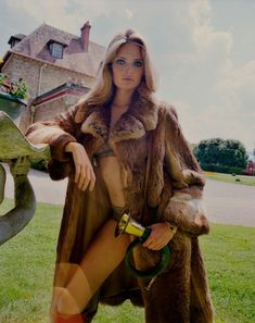fur fashion directory is a online fur fashion magazine with links and resources related to furs and fashion. furfashionguide is the largest fur fashion directory online, with links to fur fashion shop stores, fur coat market and fur jacket sale. Fur Fashion, Couture Fashion, Fashion Photo, Lund, Marie Claire, Fur Jacket, Fur Coat, Pastel Blonde, Dreamy Photography