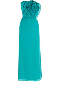 This formal maxi dress has an oversized corsage to the bust and a cinched in waist. Simply zipping up the back, this piece is great for a formal party.