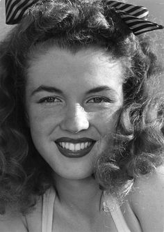 A photo of Marilyn Monroe (while she was still known as Norma Jeane Dougherty) taken by Andre de Dienes, 1945.