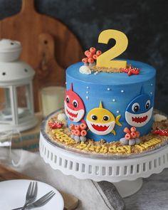 17 Cute Baby Shark Party Ideas - Pretty My Party - Party Ideas Baby-Hai-Kuchen - Baby-Hai-Part Shark Birthday Cakes, 2nd Birthday Party Themes, Baby Boy 1st Birthday, Boy Birthday Parties, Birthday Ideas, Birthday Cards, 2nd Birthday Party For Boys, Cupcake Birthday, Birthday Celebration