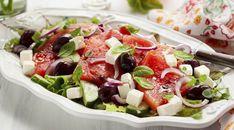 Watermelon Feta Salad Recipes, Watermelon And Feta, Greek Salad Recipes, Cucumber Salad, Recipe Using Cucumbers, Feta Cheese Recipes, Vegetarian Cheese, Traditional Greek Salad, Feta Salat