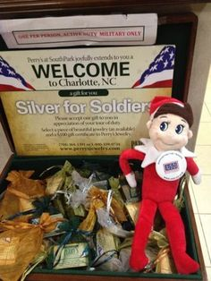 """Our """"Elf"""" volunteered with the USO Christmas Day! (pictures)"""