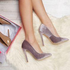 Damesschoenen High Heels Classy - - How should the right shoe choice be? Shoes Heels Pumps, Stiletto Shoes, Toe Shoes, Prom Heels, Pretty Shoes, Fancy Shoes, Fashion Shoes, Shoe Boots, Classy Heels