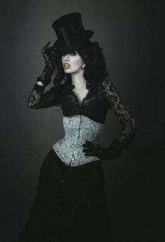 VMP Selene  corset: SnowBlack Corsets  photo: Kasia Niwińska