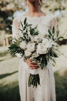 trendy white and green simple wedding bouquet wedding flowers 20 Gorgeous and Trendy Greenery Wedding Bouquets Simple Wedding Bouquets, Bride Bouquets, Flower Bouquet Wedding, Simple Weddings, Floral Wedding, Bouquet Flowers, Wedding Greenery, Trendy Wedding, Bridal Bouquet White