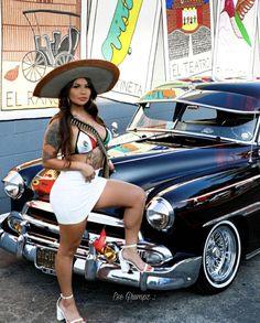Salma Ayek, Estilo Chola, Marley Twist Hairstyles, Chola Girl, Cholo Style, Brown Pride, Auto Retro, Curvy Girl Outfits, Car Girls