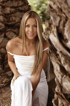 Colbie Caillat is soooooo effing gorgeous.i love that super femme,wholesome innocent good girl look she has. Colbie Caillat, She Girl, Female Singers, Looking Gorgeous, Music Artists, Role Models, Good Music, Her Hair, Pretty Woman
