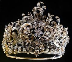 """Tiara made for Queen Charlotte, the second wife of the last Württemberg king, Wilhelm II (r. 1891-1918) by the Stuttgart court jeweler Eduard Foehr (1835-1904) in 1896 in the rococo style. Can be dismantled, and the sections worn as brooches or hair ornaments.On display in the Permanent Collection """"LegendäreMeisterWerke"""" in the Old Palace."""