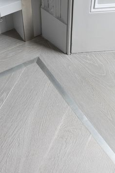 A striking pewter border complements the ash grey engineered wood flooring here. #textures #fabrics #moodboard wood, metal, textures inpirations. See more at http://www.brabbu.com/en/inspiration-and-ideas/category/materials