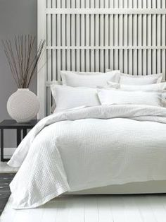 Timeless, soft and easy to launder, our Deluxe Waffle is made from a premium-quality cotton waffle weave. Both the quilt cover and pillowcases are finished with classic tai Bedroom Layouts, Bedroom Sets, Home Bedroom, Master Bedroom, Dream Bedroom, Bedroom Decor, Small Bedroom Designs, Duvet Bedding, Quilt Cover Sets