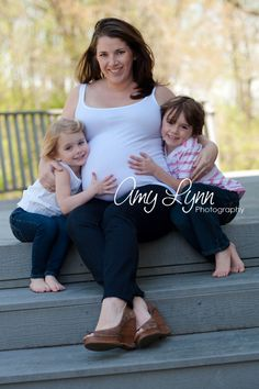 Cutest maternity photo. Kids with mom