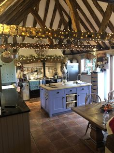 Cosy kitchen in the British countryside : CozyPlaces Cosy kitchen in the British countryside : CozyPlaces English Cottage Kitchens, English Farmhouse, English Country Decor, English Cottage Decorating, English Cottage Interiors, English Cottages, Cosy Kitchen, Kitchen Decor, Petits Cottages