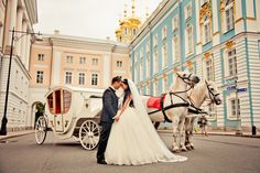 O plimbare romantica cu trasura? #awesome #idea #nice #bride #and #groom #auroraweddings