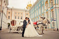 O plimbare romantica cu trasura? #awesome #idea #nice #bride #and #groom #auroraweddings