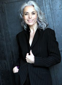 Yasmina Rossi est une mannequin française de 59 ans au corps de rêve grâce à un mode de vie sain. Elle est expatriée aux Etats-Unis.
