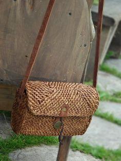 Fotografia Rattan Basket, Basket Bag, Wicker, Baskets, Paper Weaving, Eco Friendly Bags, Wholesale Bags, Summer Bags, Beautiful Bags