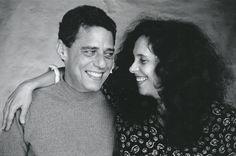"""Legenda: Chico Buarque e Gal Costa em um ensaio fotográfico de Adriana Pittigliani em 1993, à época do disco """"Paratodos""""."""