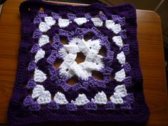"Day 7: 12"" Block of the Day - Granny's More Complex Star by Jacqui Goulbourn  Free Pattern: http://tiggerbee.blogspot.com/2010/02/grannys-more-complex-star.html  July 2013 #TheCrochetLounge #12inch #grannysquare Pick #crochet"