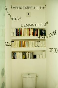 Pour l'idée des phrases à cheval sur plusieurs murs