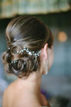 Coiffure mariage : 19 Stunning Wedding Hairstyles We love MODwedding Hairdo Wedding, Wedding Hair And Makeup, Wedding Beauty, Bridal Hair, Hair Makeup, Chignon Wedding, Wedding Hair Vine, Bridal Bun, Bridal Tips