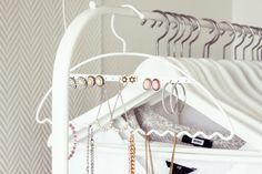 love this method for organizing jewelry