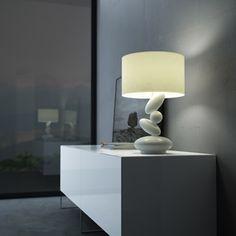 Lámpara blanca de mesa con detalle de piedras Decoration Table, Table Lamp, Lighting, Home Decor, White Lamps, Personal Space, Lights, Mesas, Rocks