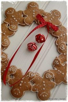 gingerbread men wreath...So cute! Make from Felt by lola
