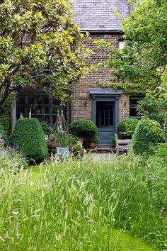Butter Wakefield's London Garden | Outdoor Spaces (houseandgarden.co.uk)
