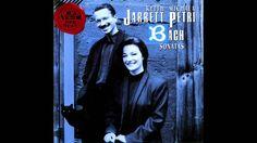 おはようございます。 今日7/28はJ・S・バッハの命日。 今朝の一曲は「6つのリコーダー・ソナタ集~ソナタ ヘ長調 (原曲:ホ長調)BWV1035 III.Siciliano」。昨年も同じアルバムから選曲しましたが、キース・ジャレットとミカラ・ペトリが協演したアルバム「バッハ:リコーダー・ソナタ集」からの一曲。ミカラがリコーダーを吹き、キースがチェンバロを弾いています。 清々しい高原の朝に合いそうな音楽ですが、東京は今日も蒸し暑くなりそうです。そういえば、ちょうど一年前のいまごろは、軽井沢の美術館巡り(全14ヶ所)をしていました(^_^)