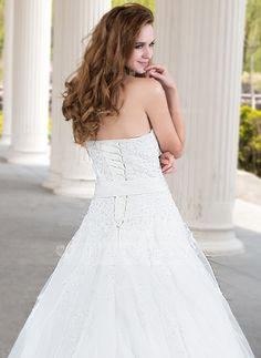 Ball-Gown Sweetheart Court Train Organza Satin Wedding Dress With Lace Beading Flower(s) (002011970)