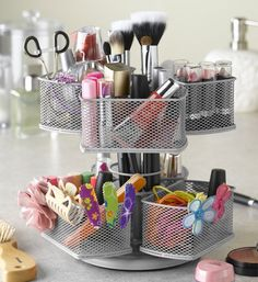 Keep your makeup hair accessories and other beauty products organized with the Silver Make-Up Carousel.