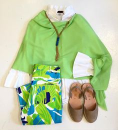 A bright and happy #ootd! Don't you love the colors of spring?! #tfssi #stsimonsisland #seaisland #spring2016 #shopgoldenisles @gretchenscottdesigns @calaxini