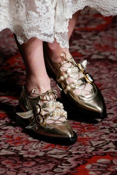 London Fashion Week - Best Accessories & Details FW 2018 2019 26/46 SIMONE ROCHA