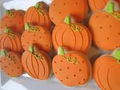 Halloween/Autumn cookies, pumpkins, cookie favors This listing is for 1 dozen Autumn pumpkin cookies. Cookies are approximately 4 Thanksgiving Cookies, Halloween Pumpkin Cookies, Fall Cookies, Iced Cookies, Holiday Cookies, Cookies Et Biscuits, Leaf Cookies, Summer Cookies, Flower Cookies