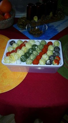 Amazing Food Decoration, Weight Watchers Appetizers, Winter Food, Creative Food, Christmas Treats, Dessert, Appetizer Recipes, Tapas, Food And Drink