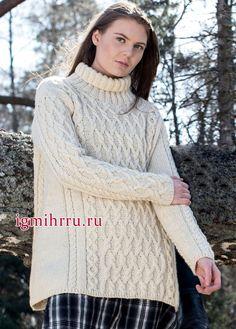 Теплый белый свитер с рельефными узорами. Вязание спицами