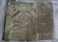 Francia devuelve a Egipto un antiguo relieve de piedra caliza
