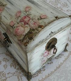 A Beautiful Treasure Chest. Love 💕 It! Decoupage Box, Decoupage Vintage, Vintage Crafts, R.- Fall for our ultimate guide to Shabby Chic home decor and design. … feel to it however it's going to do that with more feminine colors and accents t… Decoupage Vintage, Decoupage Box, Vintage Crafts, Decoupage Drawers, Decopage Furniture, Recycled Furniture, Painted Furniture, Diy Furniture, Furniture Projects